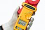 Измерительные клещи Fluke позволяют измерить сопротивление контура заземления без применения электродов